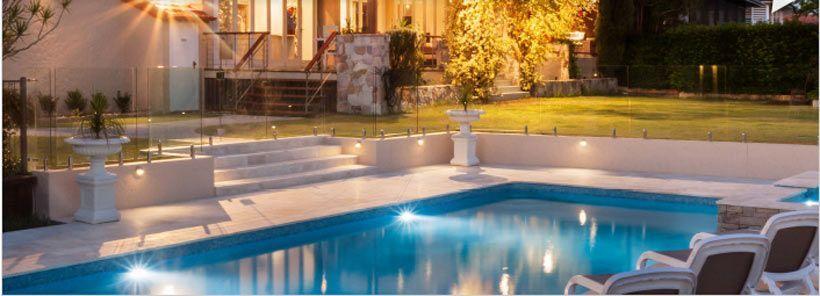 piscina con luces